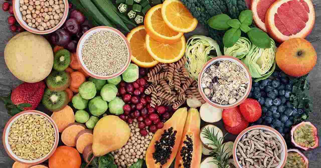 quanto-ganha-um-nutricionista - variedade de frutas, legumes e cereais